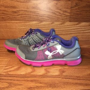 Under Armour Running Shoes Size 3.5 Y 1266305-036